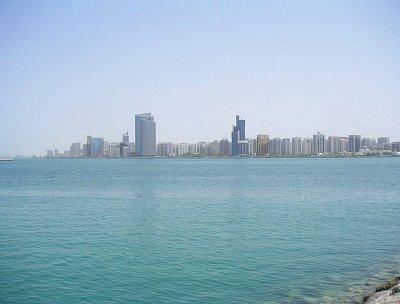 Pohled na město přes moře