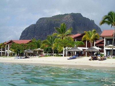 Pláž před hotelem Berjaya