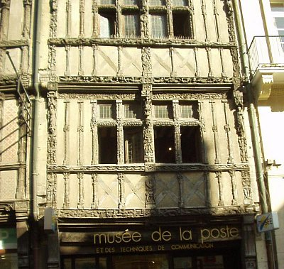 Caen, hrázděné domy (nahrál: admin)