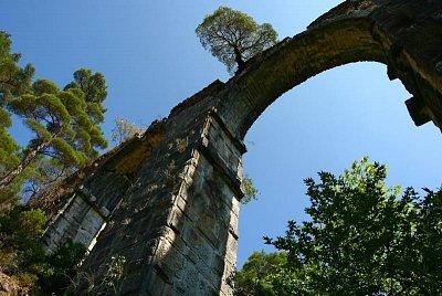 Lesbos - vnitrozemí - zapomenutý římský aquaduct v krásném údolí (nahrál: Terry)