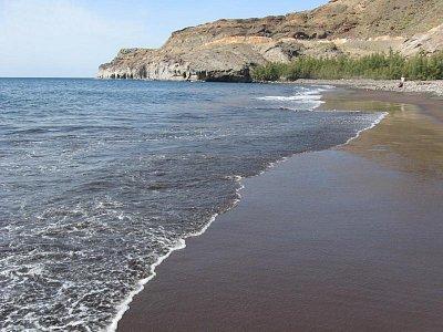 Na Playa de Veneguera - klidné moře, žádné hotely, restaurace (nahrál: Jana)