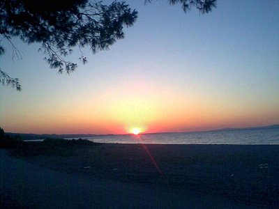 Pefkochori 2007 - Západ slunce na pláži za pefkochori kde jsme kempovali  (nahrál: Rudolf)