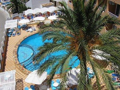 VVista Park - pohled z balkonu - Hotelový bazén - čistota, lehátka zdarma (nahrál: Nervak)