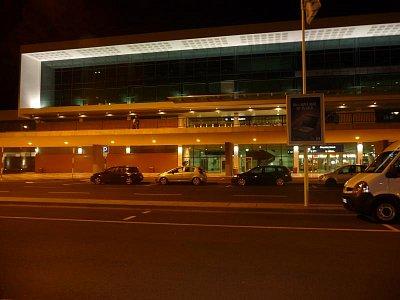 Mezinárodní letiště Aeroporto de Santa Cataria - Noční přílet na Madeirské letiště (nahrál: jannak)