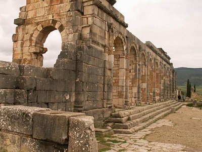 Bazilika - Bazilika (soudní dvůr a sídlo administrativy) leží na východní straně fóra. (nahrál: Petr Kubík)