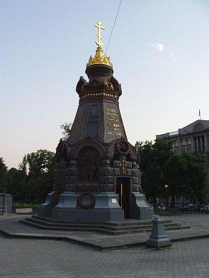 památník nedaleko od Rudého náměstí (nahrál: Kamil Hainc)