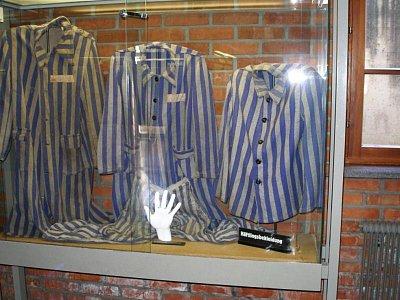 Mauthausen - Museum-vězenské oděvy (nahrál: Seklem)