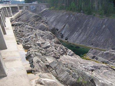 Vattefall - Největší Švédská vodní elektrárna, unvitř lze prohlídnout největší chovnou stanici lososu vstup jen s průvodcem. Odtud se vozí lososi i do ČR. (nahrál: josef Vágner)