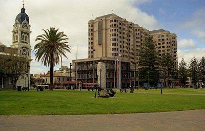 Glenelg - Hotel Stamford v Glenelgu - je situován hned u pláže (nahrál: Luboš)