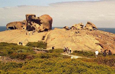 Remarkable Rocks - Přístup k němu je po dřevěné lávce (nahrál: Luboš)