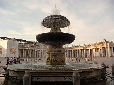 Fontána - Námestie sv. Petra , Vatikán (nahrál: Anna Janečková)